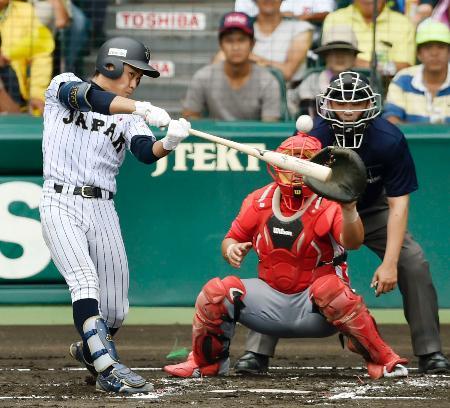 キューバ戦の1回、平沢が先制の2点二塁打を放つ=甲子園