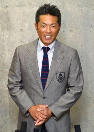 札幌ドームで取材に応じる日本代表の小久保監督=10日