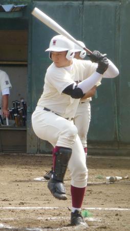 秋季東京大会1次予選の初戦で、2本塁打を放った早実の清宮幸太郎=多摩一本杉球場