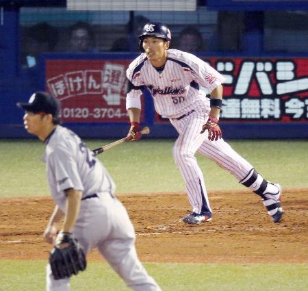 2回ヤクルト1死三塁、上田が右越えに2ランを放つ。投手山井=神宮