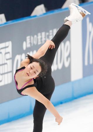 ジャパン・オープンの前日練習で調整する浅田真央=さいたまスーパーアリーナ