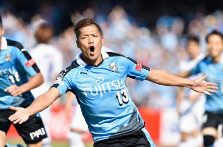 川崎―G大阪 前半、先制ゴールを決め、駆けだす川崎・大久保=等々力