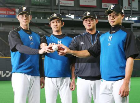 日本代表に選出された日本ハムの(左から)大谷、増井、中田、中島=札幌ドーム