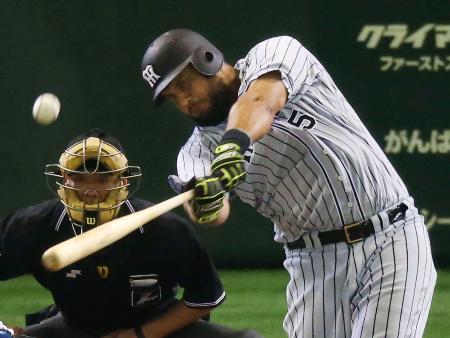 1回阪神2死二塁、ゴメスが左中間に先制2ランを放つ=東京ドーム