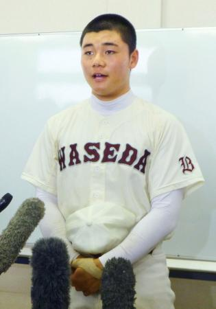 秋季東京都大会2回戦で敗退し、取材に応じる早実の清宮幸太郎内野手=立川市営球場