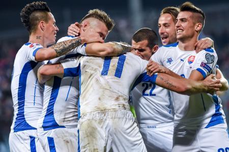 ルクセンブルク戦で得点を挙げて喜ぶスロバキアの選手ら=ルクセンブルク(AP=共同)