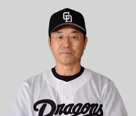 今季限りで退団する達川光男チーフバッテリーコーチ