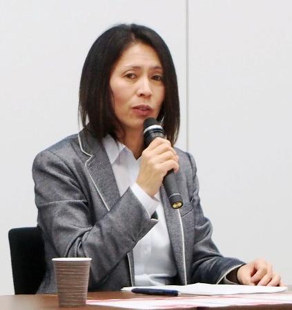 女子サッカーの新指針を発表する日本サッカー協会の野田朱美女子委員長=16日、東京都文京区