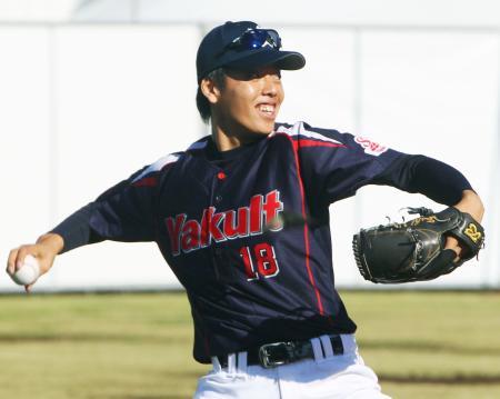 日本シリーズ第3戦に向け、調整するヤクルト・杉浦=東京・神宮外苑