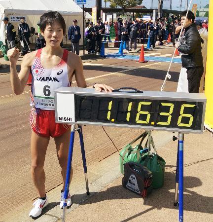 今年3月の全日本競歩能美大会男子20キロで、1時間16分36秒の世界記録を樹立した鈴木雄介選手(2015年3月15日、共同)