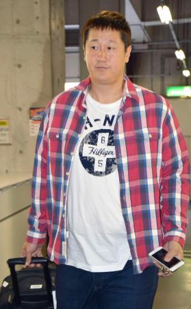 ヤフオクドームを訪れたソフトバンクの李大浩内野手=31日午後、福岡市