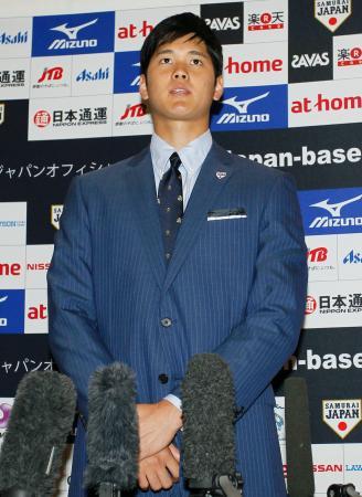 福岡市内のホテルで取材に応じる日本代表の大谷=2日