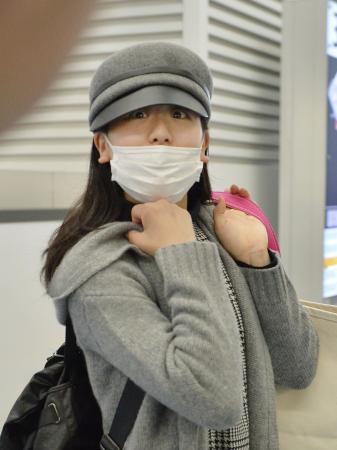 フィギュアスケート中国杯のため、北京に出発する浅田真央=4日午前、羽田空港