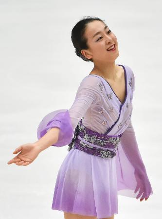 女子フリーの演技を終え笑顔の優勝した浅田真央=北京(共同)