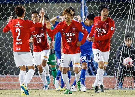 浦和―町田 前半、先制ゴールを決め喜ぶ浦和・橋本(33)=熊谷陸