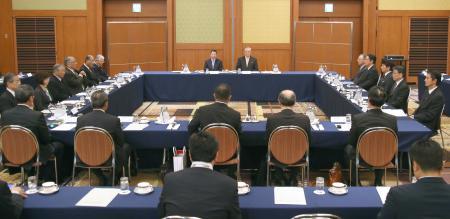 東京都内のホテルで開かれたプロ野球のオーナー会議=18日午後