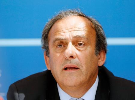 国際サッカー連盟のプラティニ副会長(AP=共同)