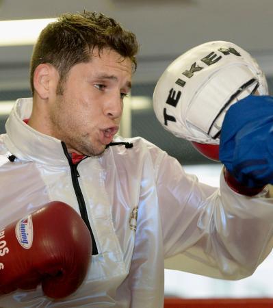 WBCスーパーフライ級タイトルマッチに向け、練習を公開した王者のカルロス・クアドラス=東京都新宿区の帝拳ジム