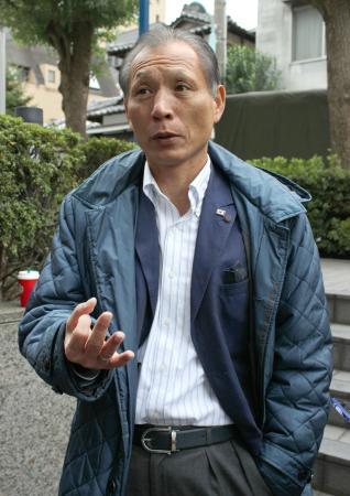 報道陣の取材に応じる、日本サッカー協会の原博実専務理事=2日午前、東京都文京区