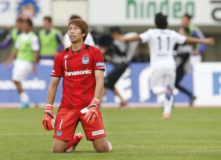 G大阪―広島 後半、先制ゴールを決められ、ぼう然とするG大阪・GK東口=万博