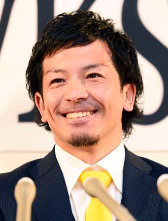 ソフトバンク残留を決断し、記者会見する松田宣浩内野手=24日、ヤフオクドーム