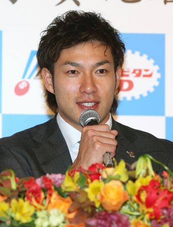 パ・リーグのMVPに選出され、記者会見するソフトバンクの柳田悠岐外野手=25日、東京都内のホテル