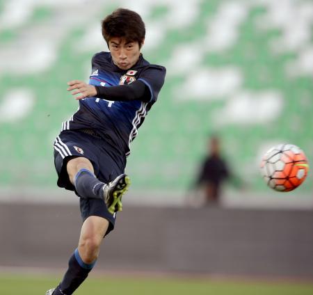 ベトナムとの強化試合の前半、ゴールを決める豊川=ドーハ(日本サッカー協会提供・共同)