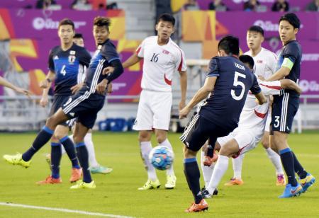 日本―北朝鮮 前半、先制ゴールを決める植田(5)=ドーハ(共同)