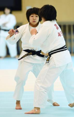 柔道日本女子の強化合宿で練習する浅見八瑠奈=味の素ナショナルトレーニングセンター