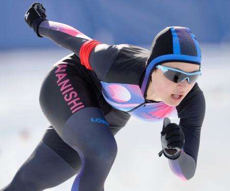 女子1000メートルで優勝した伊那西・山田梨央。前日の500メートルと合わせ2冠達成=岩手県営スケート場