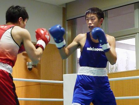 リオデジャネイロ五輪アジア・オセアニア予選代表選考会に出場した清水聡(右)=味の素ナショナルトレーニングセンター