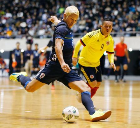 日本―コロンビア 後半、自身2点目のゴールを決める森岡=国立代々木競技場