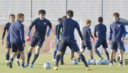 韓国との決勝に向けて調整する日本イレブン=ドーハ(共同)