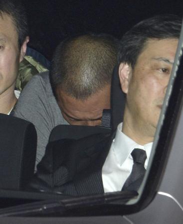 覚せい剤取締法違反の疑いで逮捕され、警視庁に入る清原和博容疑者