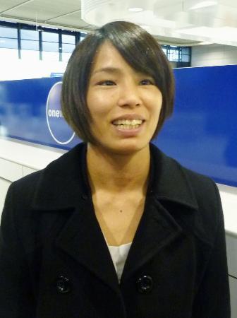 柔道のグランプリ大会に向け出発する松本薫=15日、成田空港