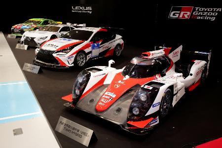 トヨタ自動車のモータースポーツ活動計画発表に登場した、ニュルブルクリンク24時間用のマシン(右から2台目)=東京都江東区