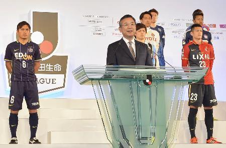 Jリーグ開幕を前に記者会見する村井満チェアマン=18日午後、東京都内のホテル