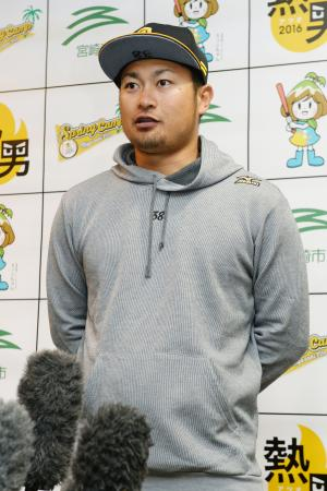 野球日本代表に追加で選出され、質問に答えるソフトバンク・森=宮崎アイビー