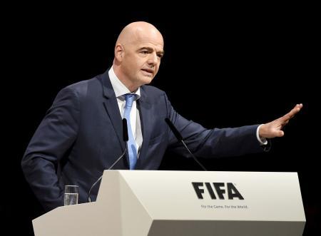FIFA会長選を前に演説する欧州サッカー連盟のインファンティノ事務局長=26日、チューリヒ(ゲッティ=共同)