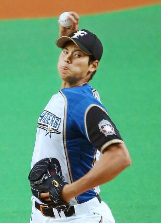 プロ野球巨人とのオープン戦で、自己最速に並ぶ球速162キロをマークした日本ハムの大谷翔平投手=2日、札幌ドーム