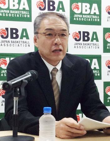 バスケットボール女子日本代表のリオ五輪代表候補18人を発表する内海知秀監督=9日午後、東京都内