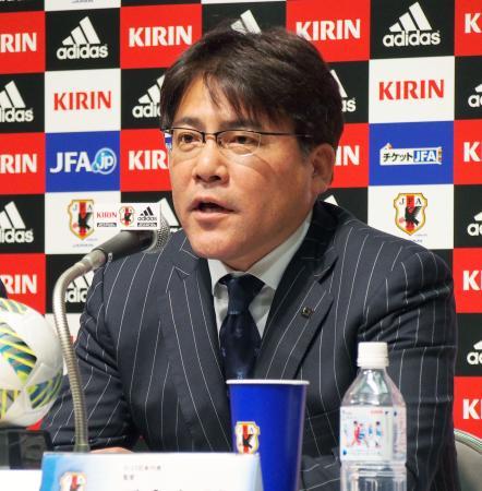ポルトガル遠征メンバーを発表するサッカーU―23日本代表の手倉森監督=14日午後、東京都文京区