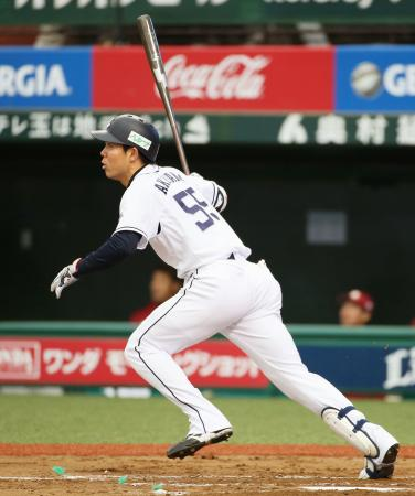 3回、右中間へ三塁打を放つ西武・秋山=西武プリンスドーム