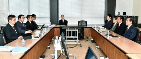 東京都内で開かれたパ・リーグ6球団による臨時理事会=18日午前(代表撮影)