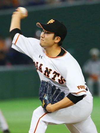 楽天戦に先発、3回無失点と好投した巨人・菅野=東京ドーム