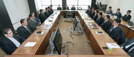 プロ野球現金授受問題を受け、開かれた12球団代表者会議=23日午後、東京都港区(代表撮影)