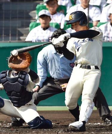 海星―長田 4回裏海星1死三塁、田川が一塁へ適時内野安打を放つ=甲子園