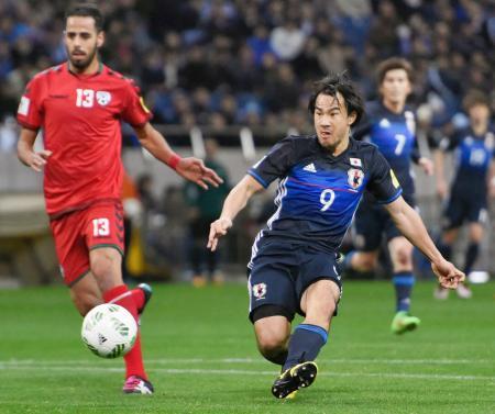 日本―アフガニスタン 前半、先制ゴールを決める岡崎=埼玉スタジアム