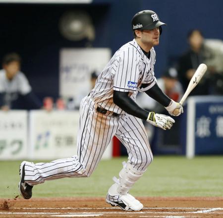 6回阪神2死一、三塁、ヘイグが右前に決勝打を放つ=京セラドーム