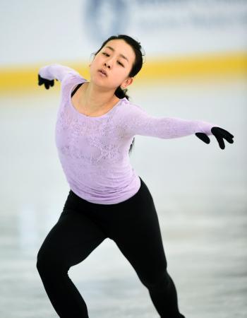 公式練習で調整する浅田真央=ボストン(共同)